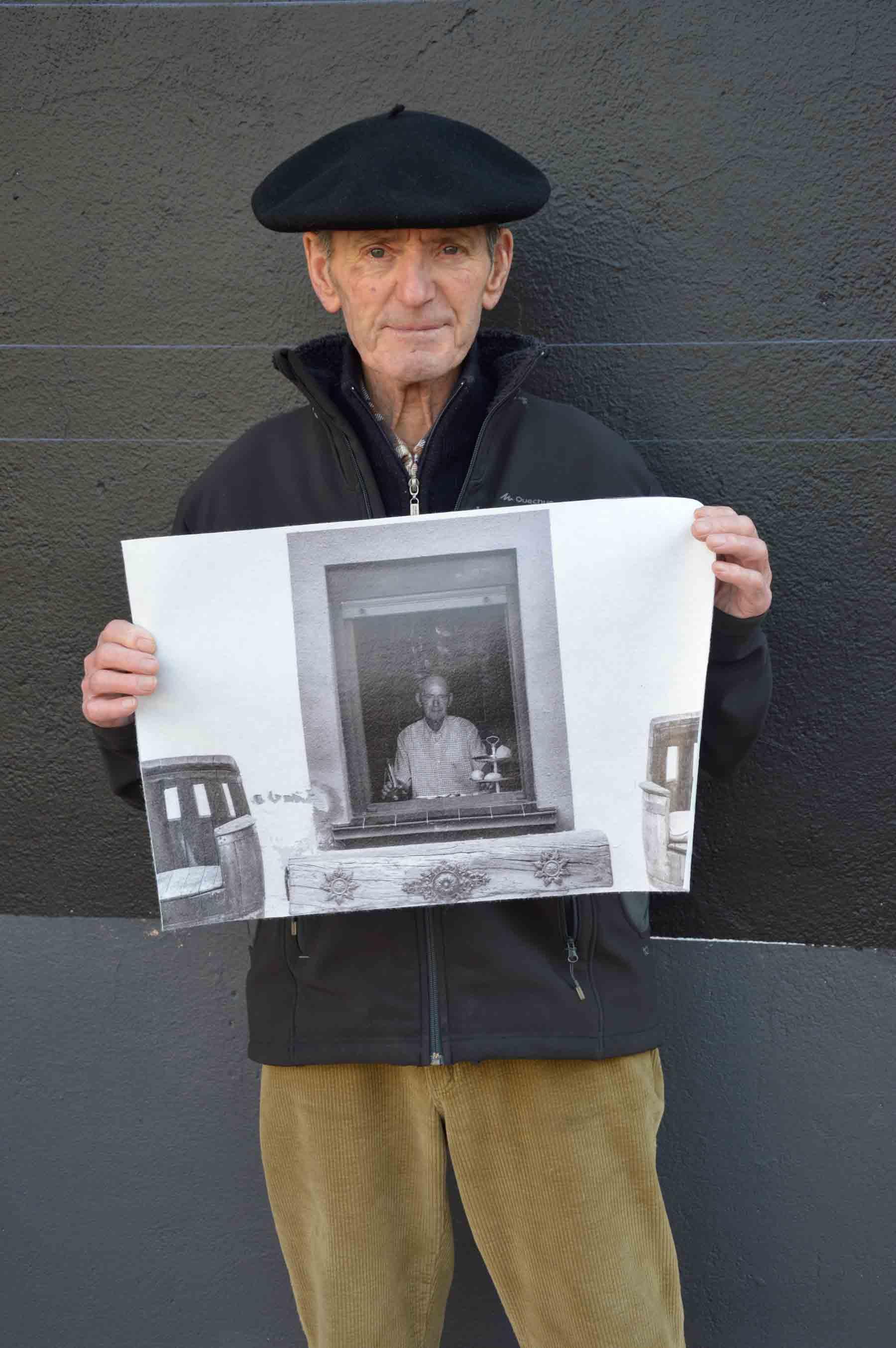 Retrato de felix con su retrato